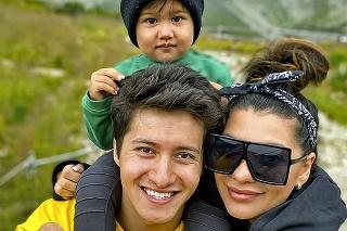 Tanečník má so snúbenicou Dášou syna Manola.