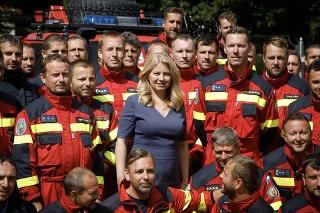 Prezidentka Čaputová prijala v Prezidentskej záhrade členov hasičského a záchranného zboru, ktorí zasahovali v Grécku.