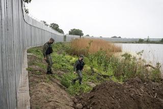 Gréci stavajú na hraniciach s Tureckom 40-kilometrový plot.