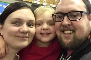 Andrew po sebe zanechal manželku Lauru a dve dcéry Niamh (10) Aisling (5).