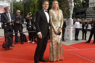 Spevák Paľo Habera a modelka Daniela Peštová na zahájení 55. ročníka filmového festivalu Karlovy Vary.