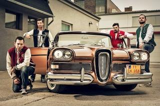 Rocková kapela The Crownies si požičala na natáčanie klipu parádny Edsel.