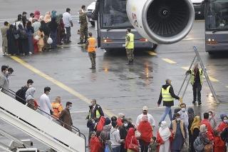 Pri Bruseli pristál evakuačný let z Afganistanu so 193 ľuďmi na palube