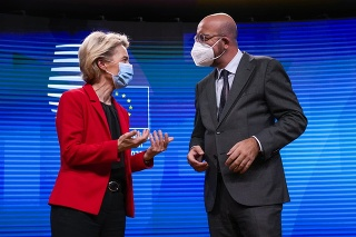 Predsedníčka Európskej komisie (EK) Ursula von der Leyenová a predseda Európskej rady Charles Michel.