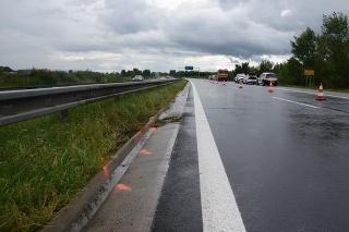 Jeden z dvojice mŕtvych pri utorkovej dopravnej nehode chcel poskytnúť prvú pomoc, vrazilo do neho ďalšie auto.