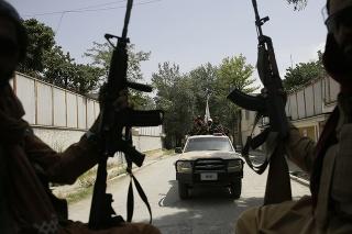 Bojovníci Talibanu v Kábule.