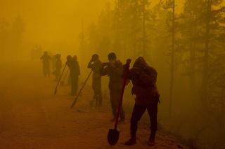 Odborníci vinia z rozsiahlych požiarov, ktoré v ostatných rokoch sužujú Rusko, klimatickú zmenu, ako aj nedbanlivosť a podfinancované lesné hospodárstvo