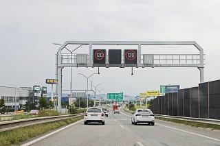 26. 8. 2021 10.50 hod.: Na bratislavskej časti obchvatu D1 v rámci systému inteligentných diaľnic odvčera funguje líniové riadenie dopravy.
