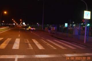 Vodič zrazil mladú chodkyňu na priechode.