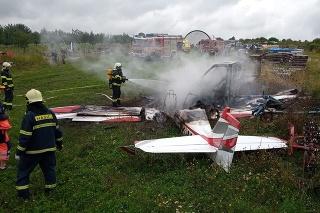 Zásah hasičov po páde lietadla.