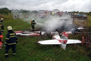 Mokrý Háj 27. 8. 2021 10.40 hod.: Lietadlo sa zrútilo približne  po 40 minútach letu. Za pádom  sú zrejme technické problémy.