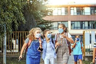 Deti sa do škôl tešia. Rodičia by im nemali kaziť radosť svojimi názormi.