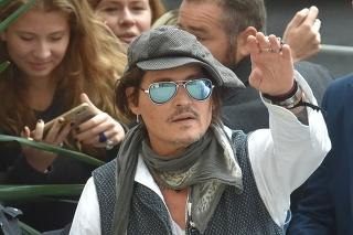 Herec, hudobník a producent Johnny Depp uviedol v Mestskom divadle film Minamata. Opäť na neho čakali zástupy fanúšikov.
