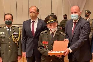 Štefan Šteflovič bol naposledy povýšený v roku 2019 do hodnosti poručíka vo výslužbe.