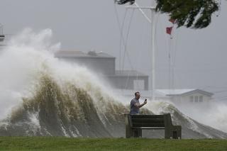 Hurikán Ida zoslabol na 3. kategóriu, mesto New Orleans je bez elektriny.