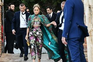 JLo mala na sebe všetky kúsky z dielne Dolce & Gabbana.