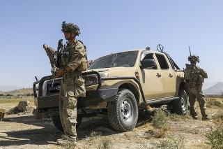 Americkí vojaci dohliadali na evakuáciu na letisku v Kábule.