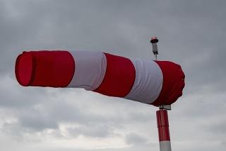 V nárazoch môže rýchlosť vetra dosiahnuť 85 kilometrov za hodinu.