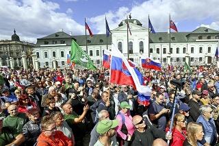 V Bratislave sa protesty vyostrovali každou minútou.