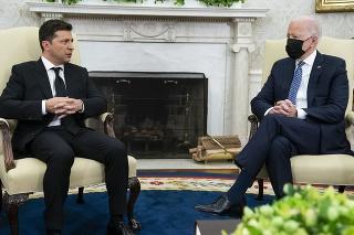 Ukrajinský prezident Volodymyr Zelenskyj a americký prezident Joe Biden.