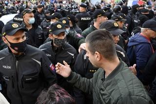 Protivládny protest na Hlavnej ulici v Košiciach.