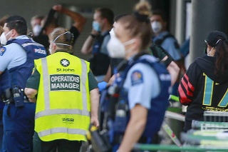 Útočník v Aucklande pobodal 6 ľudí.