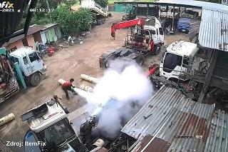 V Thajsku vybuchla plynová nádrž: V stenách zanechala dieru