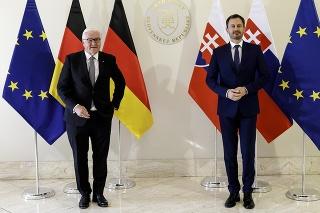 Na snímke vľavo prezident Nemeckej spolkovej republiky Frank-Walter Steinmeier, ktorý pricestoval na oficiálnu návštevu Slovenskej republiky.