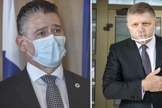 Robert Fico (vpravo) kritizuje ministra Romana Mikulca.