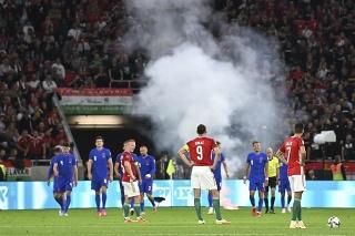 FIFA rozbehla vyšetrovanie rasistických útokov časti maďarského publika voči anglickým hráčom vo štvrtkovom zápase kvalifikácie MS 2022 v Budapešti