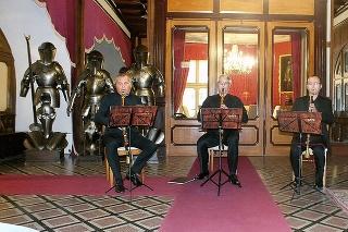 V kaštieli Betliar hrá Lotz Trio v podaní Róbert Šebesta (49, zľava), Igor Františák (43) a Ronald Šebesta (54).