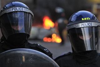 Ulice Londýna zaplavia tisícky policajných posíl.