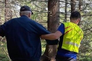 Horskí záchranári pomáhali 88-ročnému hubárovi.