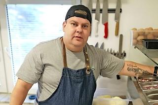 Šikovný kuchár  Andrej na Slovensku pracuje 4 roky.
