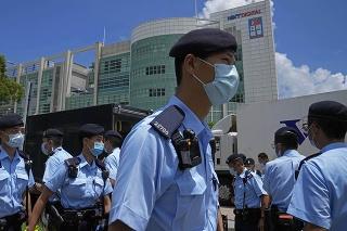 V Hongkongu zatkli ďalšieho redaktora zrušeného denníka Apple Daily.