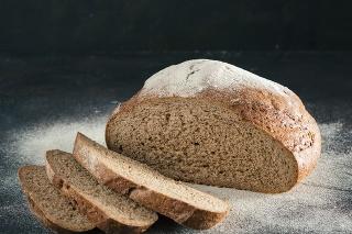 Chlieb i pečivo skôr či neskôr zdražejú. Pekári čakajú, ako zareagujú obchodníci.