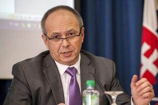 Splnomocnenec vlády SR pre národnostné menšiny László Bukovszky počas tlačovej konferencie.