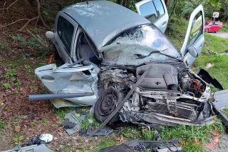 Pri čelnej zrážke dvoch áut v Starých Horách sa zranila jedna osoba.