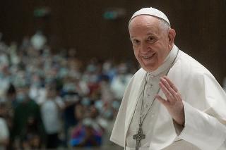 Pápež dostal stolný futbal.