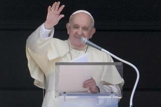 Pápež František počas nedeľnej modlitby.