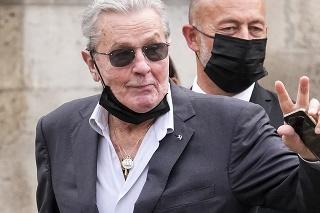 Na poslednú rozlúčku s Belmondom do parížskeho chrámu prišiel aj Alain Delon.