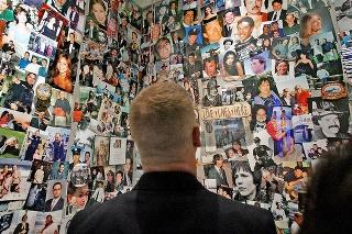 Približne 1 106 obetí čaká na svoju identifikáciu.