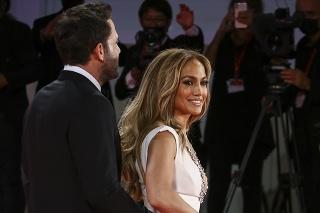 Ben Affleck a Jennifer Lopez na permiére filmu Posledný súboj na 78. ročníku medzinárodného filmového festivalu v Benátkach.