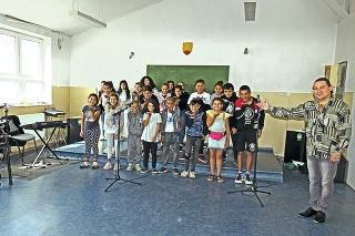 Spevácky zbor z Luníka IX: Poctivo nacvičuje každý deň po vyučovaní.