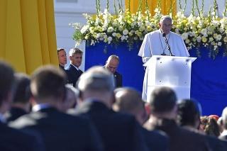 Pápež František počas príhovoru na stretnutí s predstaviteľmi štátu, občianskej spoločnosti a diplomatického zboru