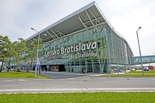 Bratislavské letisko znížilo počet zamestnancov.