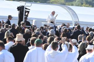 Na snímke  pápež František prichádza na pútnicke miesto v Šaštíne 15. septembra 2021.