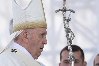 Na snímke pápež František počas svätej omše na otvorenom priestranstve pri Národnej svätyni v Šaštíne 15. septembra 2021.