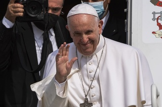 Rozlúčka s pápežom Františkom pred jeho odletom do Vatikánu