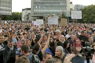 Na stredajšej demonštrácii v centre Ľubľany sa podľa odhadu polície zúčastnilo približne 8000 ľudí.
